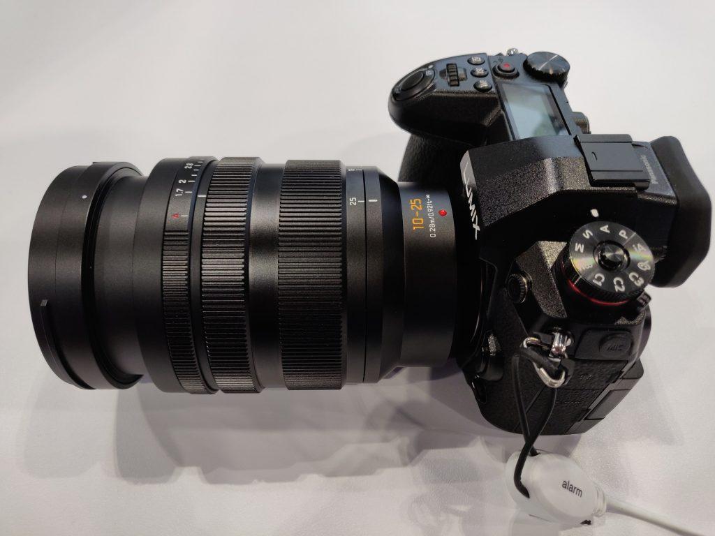 Panasonic Leica 10 25mm f1 7 zoom 6 1552762068 2 1024x768 - Panasonic LEICA 10-25mm F1.7レンズの試作機の画像が掲載