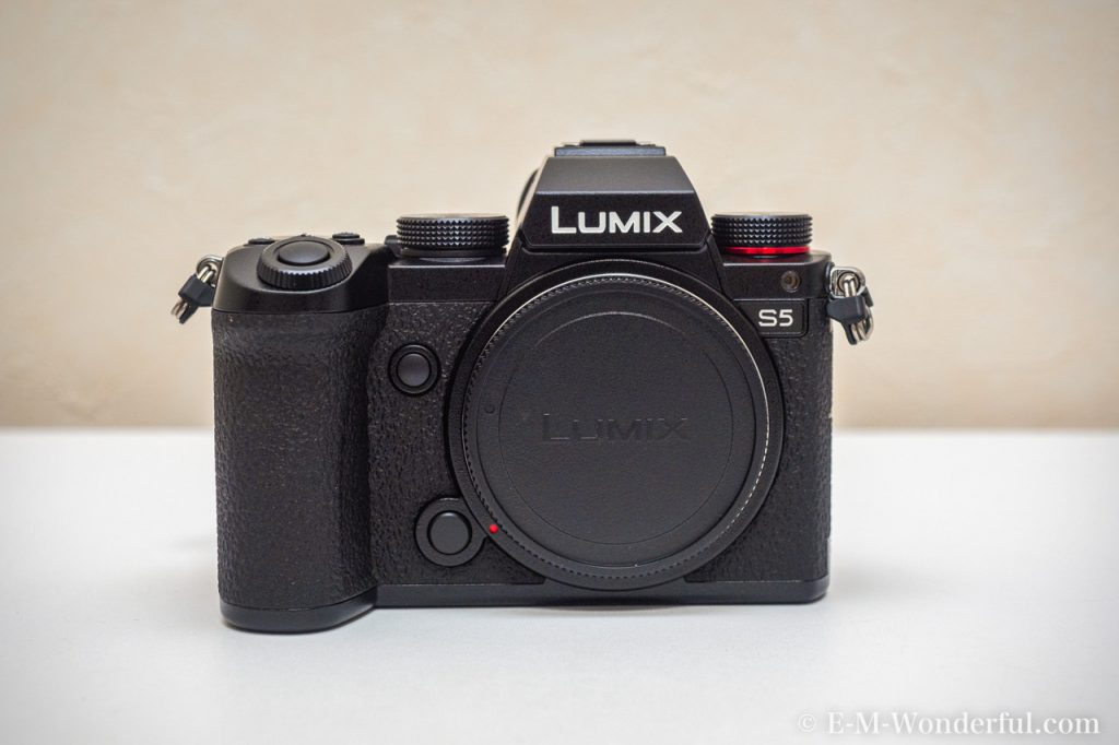 20201009 PA090048 Edit 1024x682 - Panasonic LUMIX S5 標準ズームKレンズキット購入レビュー(開封と外観)